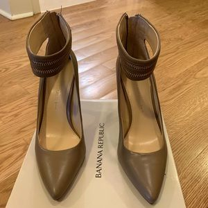 Banana Republic Gayle Pump